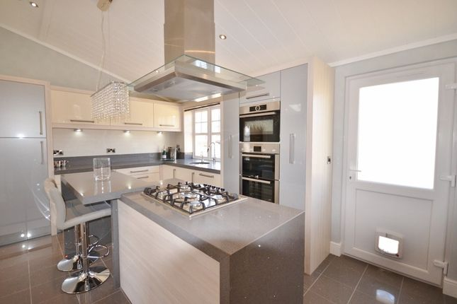 Thumbnail Mobile/park home for sale in Eastbourne Heights, Oaktree Lane, Eastbourne