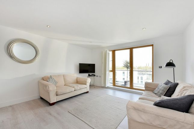 Thumbnail Flat to rent in Dairy Close, Parsons Green