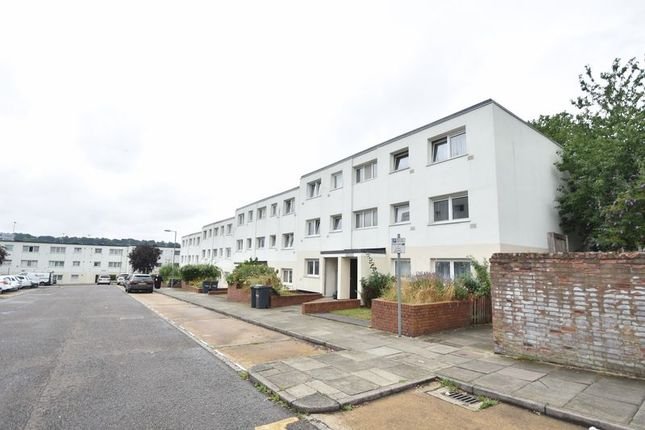 Thumbnail Flat for sale in Essex Close, Luton