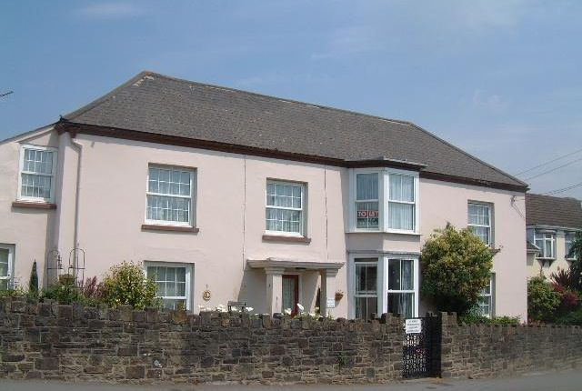 3 bed flat to rent in Caen House, Braunton