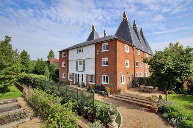 Thumbnail Property for sale in Salters Cross, Vicarage Road, Yalding, Kent