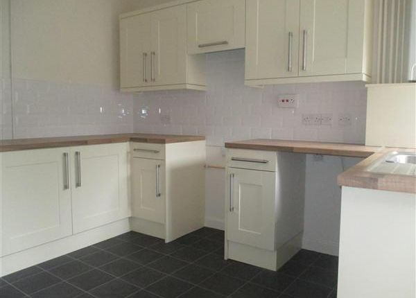 Thumbnail Flat to rent in Berw Road, Pontypridd