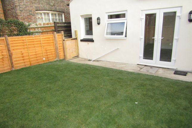 Thumbnail Flat to rent in 16 Eversley Road, Bexhill-On-Sea