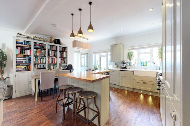 Thumbnail Terraced house for sale in Nottingham Court, London