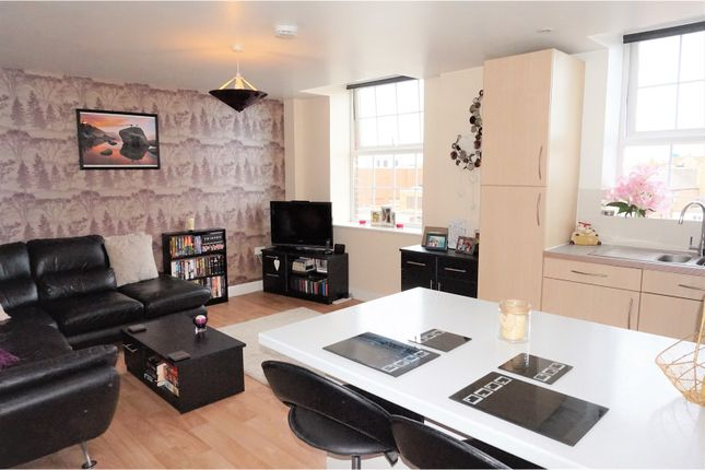 Thumbnail Flat for sale in Crescent Way, Taunton