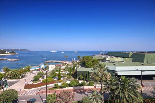 Thumbnail Apartment for sale in Larvotto, Monaco, 98000