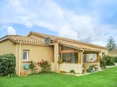 3 bed villa for sale in Ste-Livrade-Sur-Lot, Lot-Et-Garonne, France