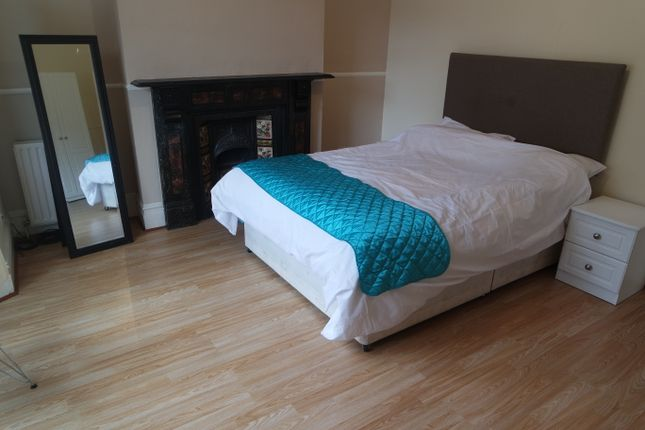 Room to rent in Alloa Road, Deptford, London