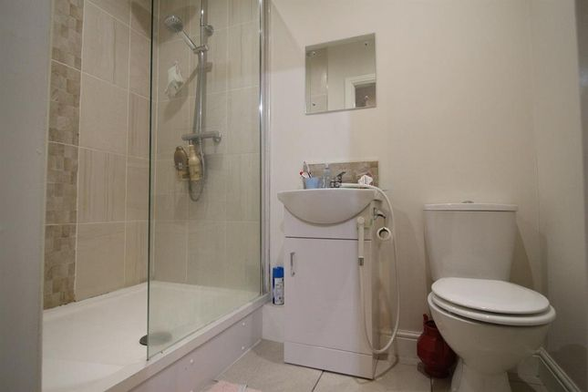 Thumbnail Semi-detached house to rent in Lakeside Avenue, London