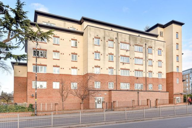 Flat for sale in Slough, Berkshire