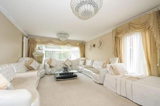 Thumbnail Detached house for sale in Pine Wood, Sunbury-On-Thames, Middlesex