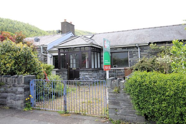 Thumbnail Bungalow for sale in Llanegryn Street, Abergynolwyn