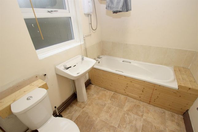Bathroom of Harefield Road, Stoke, Coventry CV2