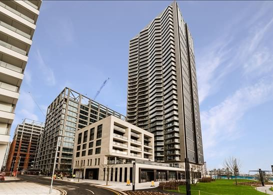 Thumbnail Flat to rent in George Street, Canary Wharf, London