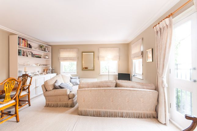 2 bed flat for sale in Finchley Road, Hampstead