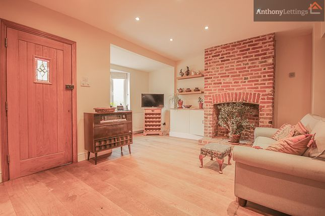 3 bed semi-detached house to rent in London Road, Hertford Heath