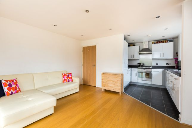 Thumbnail Flat for sale in 121 Walton Road, London