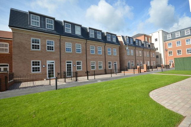 Thumbnail Flat to rent in Dickens Heath, Solihull