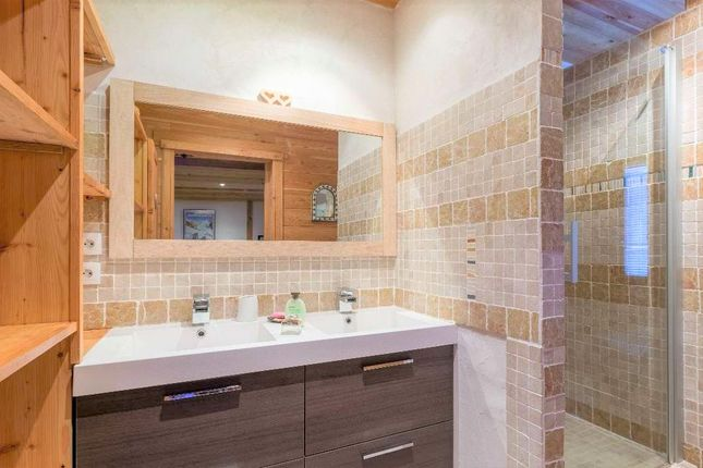 Chalet Bathrooms of 38860 Les Deux Alpes, France