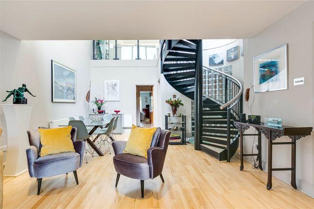 2 bed end terrace house for sale in Oriel Drive, Barnes, London SW13