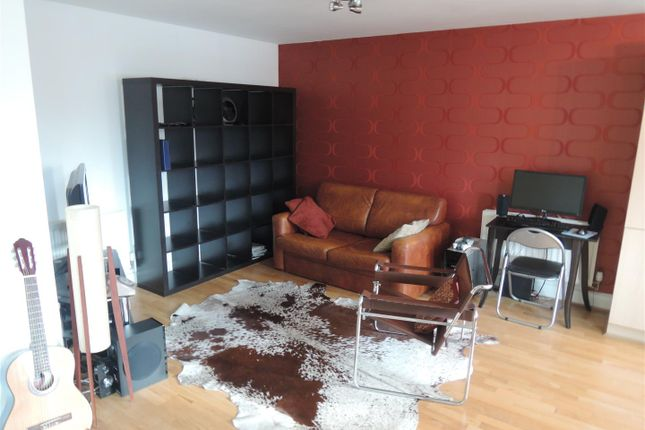 Lounge of 154 Bell Barn Road, Park Central, Birmingham B15