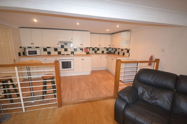 Thumbnail Flat to rent in Fountain Hall Terrace, Carmarthen