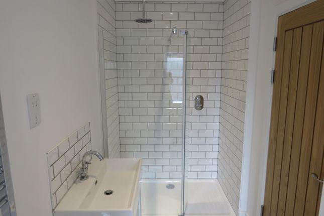 Bathroom of Lake View, Stanley Road, Lowestoft NR33