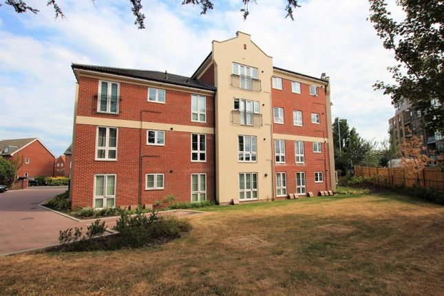 2 bed flat to rent in Cambrian Way, Worthing BN13