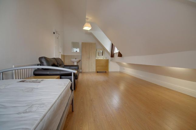 Thumbnail Room to rent in Dovedale Road, Mossley Hill, Liverpool
