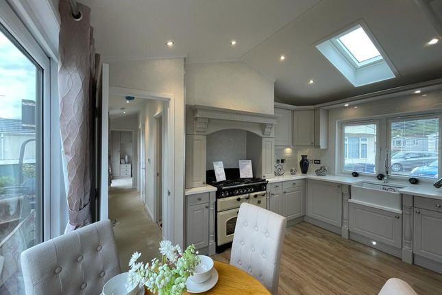 2 bed mobile/park home for sale in Arkley Residential Park, Barnet Rd, Barnet EN5