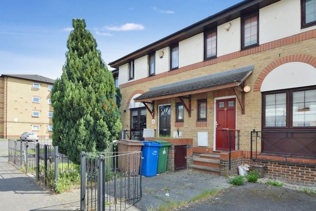 Thumbnail Terraced house for sale in Oxley Close, London