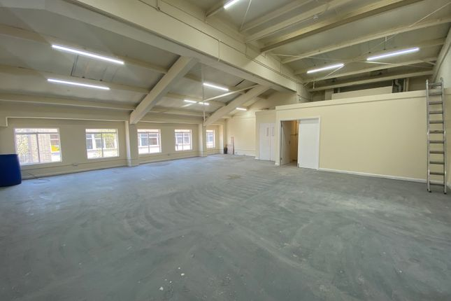 Industrial to let in Greenfield Road, London