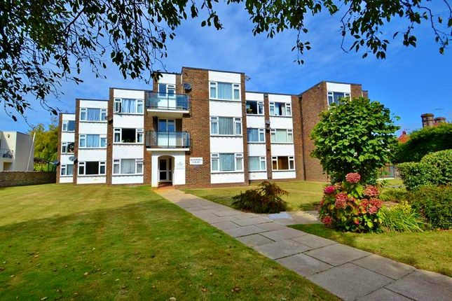 Thumbnail Flat to rent in Chesswood Road, Worthing