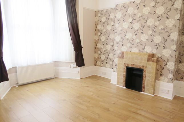 Thumbnail Property to rent in Chadwick Road, Peckham