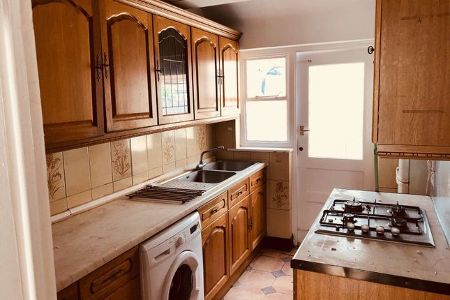 Thumbnail Detached house to rent in Victoria Road, Mitcham
