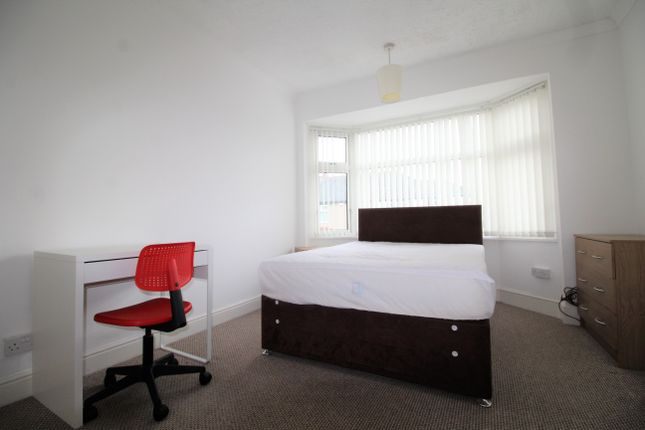 Thumbnail Room to rent in Room 2, Biggins Hall Crescent, Stoke, Coventry