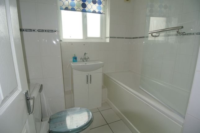 Thumbnail Flat to rent in Greatfield Close, Brockley