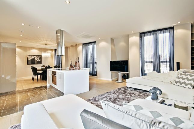 Thumbnail Flat for sale in 1 Palace Place, St James Park, London