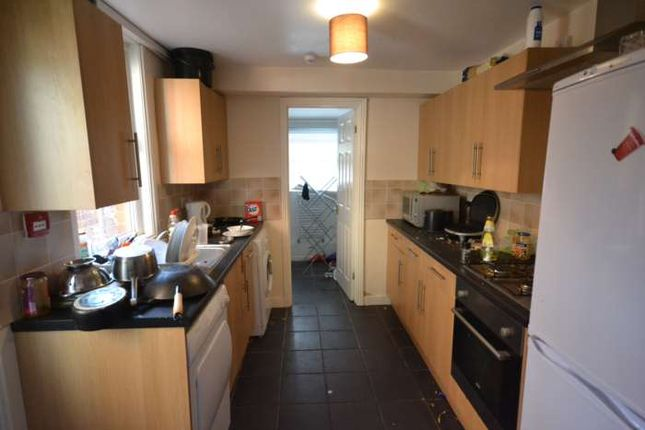 6 bed terraced house to rent in Grange Avenue, Earley, Reading