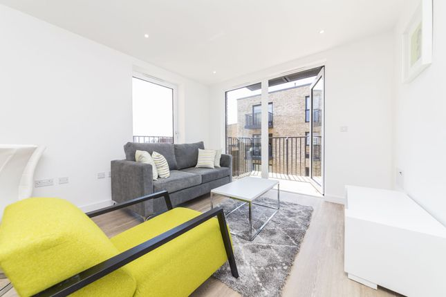 1 bed flat to rent in Endeavour House, Ashton Reach, London