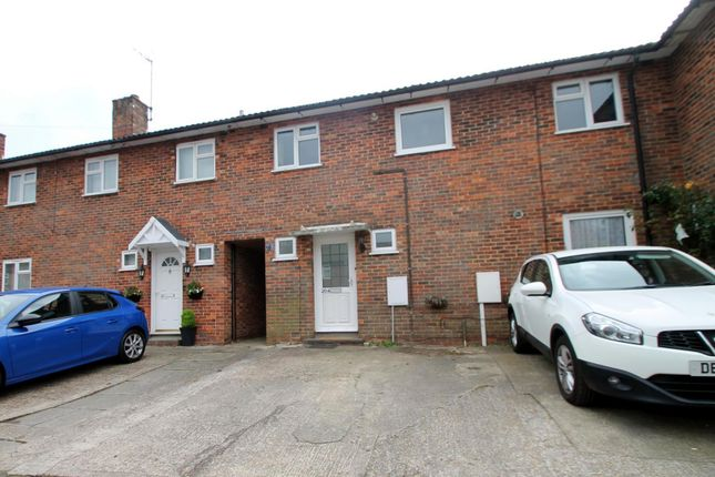 Thumbnail Flat to rent in Woodlands Road, East Grinstead