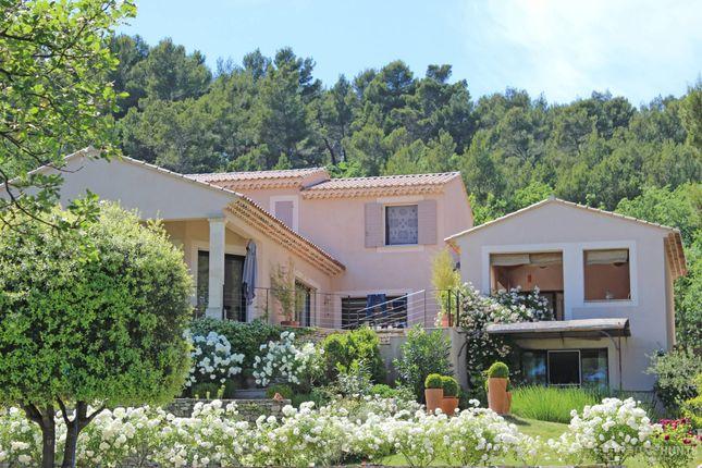 Property for sale in St Saturnin Les Apt, Vaucluse, France