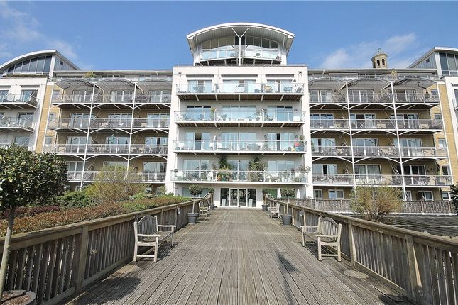Thumbnail Flat to rent in Regatta Point, 38 Kew Bridge Road, London