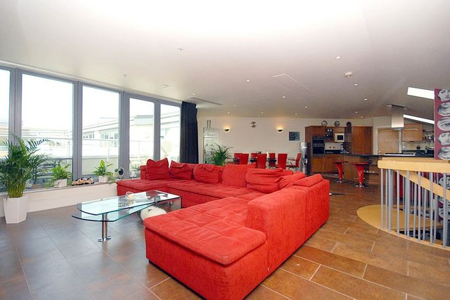 Thumbnail Flat for sale in Tallow Road, Brentford