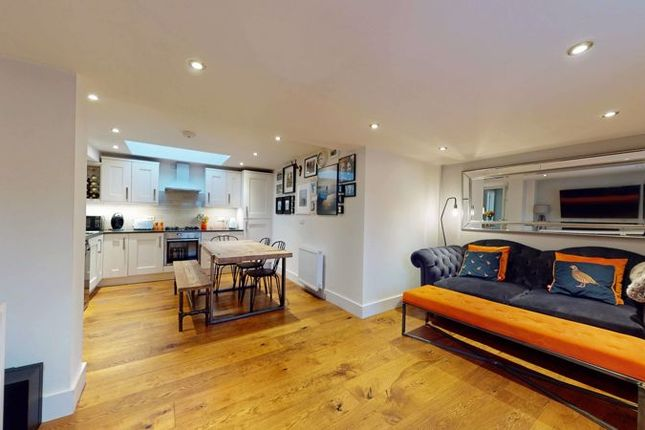 2 bed flat for sale in East Street, Stamford, Lincolnshire PE9