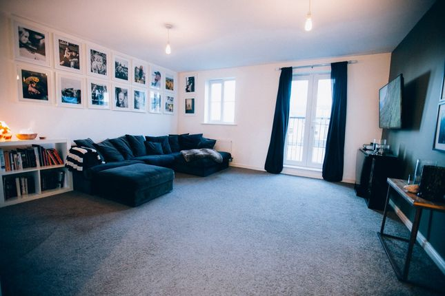 4 bed end terrace house for sale in Birkshead Drive, Bradford, West Yorkshire