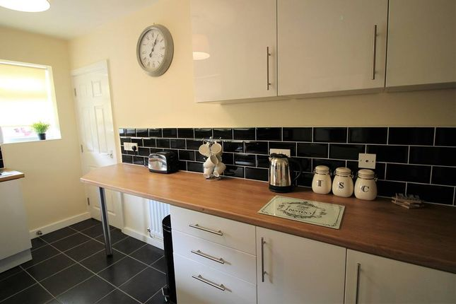 Thumbnail Shared accommodation to rent in Convent Avenue, South Kirkby