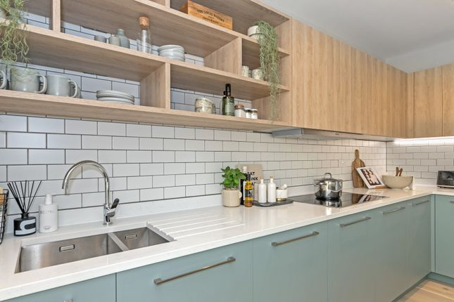 Thumbnail Town house for sale in Mill Hill, London