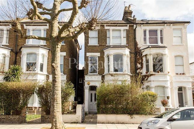 Flat to rent in Highlever Road, North Kensington, London