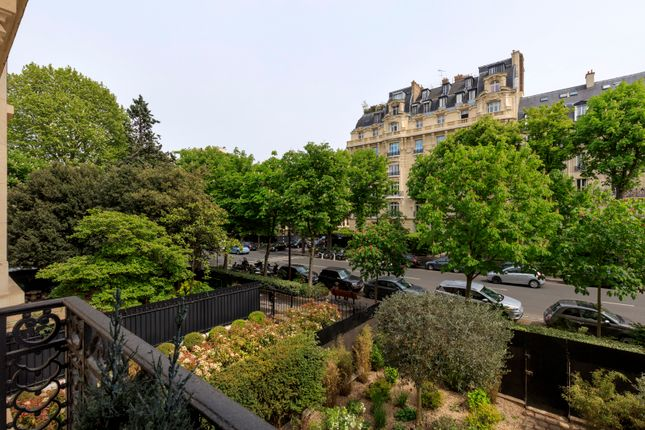 4 bed apartment for sale in Neuilly Sur Seine, Paris, France